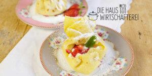 Gefüllte Pfannkuchen mit Erdbeeren